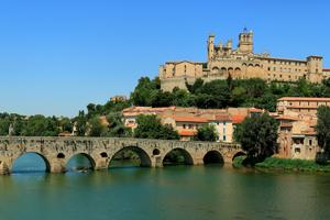 Cité de Béziers, sur le Canal du Midi