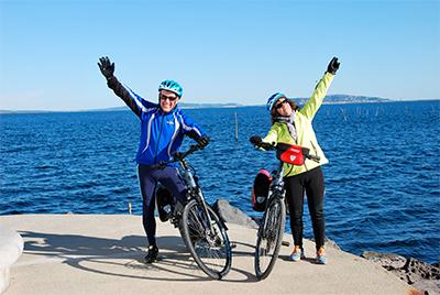Au bord de l'étang de Thau, à vélo